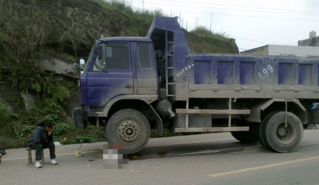 Five-year-old boy run over by same lorry driver several times, Luzhou, Sichuan Province, China - 20 Oct 2011